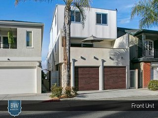 Huge Balboa Bayfront Home - Steps to Beach, Pier, Restaurants, Park and Fun, Newport Beach
