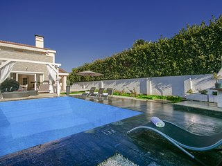 Contemporary villa Evita with private Pool, Porec