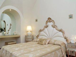 Manieri Private Accommodations - Golden Room