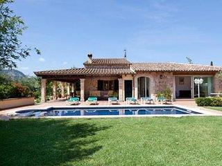 3 bedroom Villa in Cala San Vicente, Pollenca, Mallorca : ref 2132409, Illetes