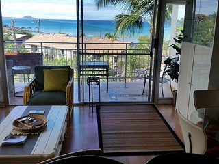 Island Surf 516 ~ 2 br, 2 ba Private 5th Fl. Corner Condo with Ocean Views!, Kihei