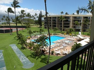 Stunning, Completely Renovated 2 Bedroom w/ Ocean Views and West Maui!