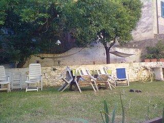 Bilocale romantico con giardino in centro a Lerici