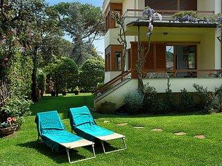 4 bedroom Villa in Marina Pietrasanta, Versilia, Italy : ref 2215323, Marina di Pietrasanta
