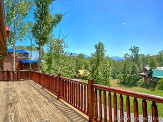 Luxury 5 Bedroom Cabin with Amazing Views - 8 Min to Downtown, 5 Min to Park, Gatlinburg