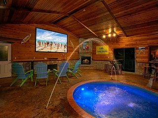Incredible Mansion with Private Indoor Pool and Theater Room, Gatlinburg