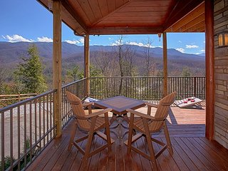 Ultra Luxury 1 Bedroom Cabin with Amazing Views, Gatlinburg