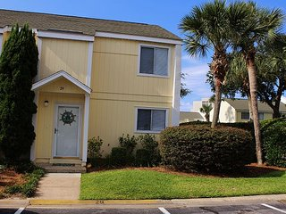 3BR/2.5BA Townhouse located in the Heart of Destin!!!!