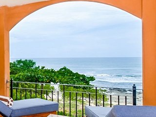 Luxury 3 BR Beach Front Condo with Beautiful Ocean Views HOR201, Tamarindo