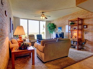 Fabulous 2 bedroom 2 bath condo right on the Ship Channel! Private Pier!
