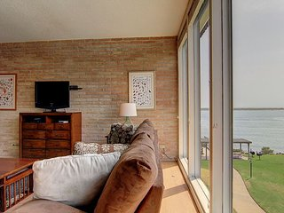 2 bed 2 bath, Community Pool, Private Pier! Fabulous View!