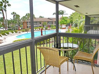 Island-style condo w/ two heated pools & short walk to beach