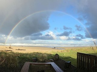 Ocean's Doorstep~MCA# 1121~Enjoy this oceanfront hot tub and incredible views, Manzanita