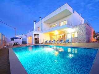 V4 Salvador - 4 bedroom villa w/ pool in Carvoeiro