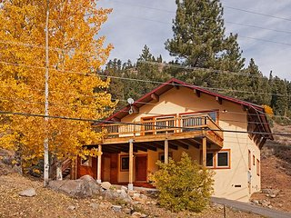 Squaw Valley Views -4 BR w/ Mountain Views, Pet-Friendly, & Close to Village!, Olympic Valley