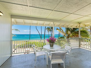 Kapa'a by the Sea Beachfront, Walk to Town, Sunrise Views, Free Wifi, AC