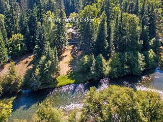 Yakima River Retreat! Slps10 | WiFi | 3BR+Loft | Hot Tub | Specials!