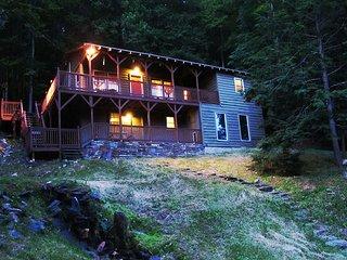 Creekside Cabin w/WiFi, Fire Pit & Near Boone!