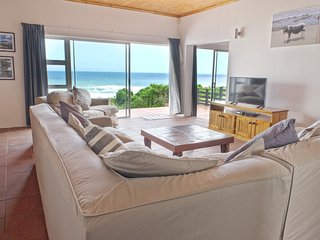 Sun Villa - on the shore with 180' ocean views, Port Elizabeth