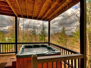 Brand New Log Home, Sleeps 6, Mountain View, Hot Tub, Game Room