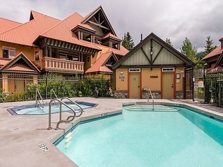 Stoney Creek Sunpath 47 - Renovated 3 bedroom, private hot tub & pool access, Whistler