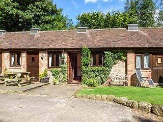 SPINNEY RETREAT, pet friendly, luxury holiday cottage, with a garden in Cardingt