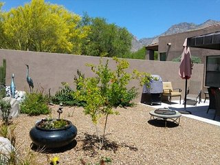 Quiet town home Casita  condo has a private backyard & no upstairs neighbors!
