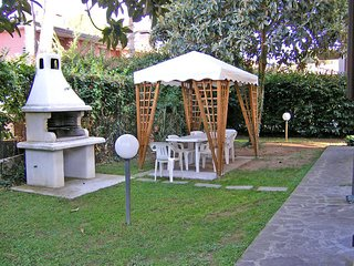 4 bedroom Villa in Pietrasanta, Tuscany, Italy : ref 2269977