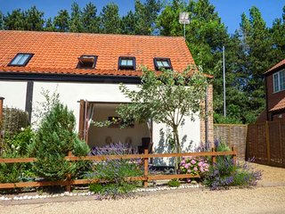 BURTONS MILL, WiFi, parking, family-friendly, close to Broads, in Stalham, Ref 937124