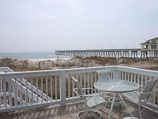Seabiscuit - Enjoy your vacation at this bright and open oceanfront townhome, Wrightsville Beach