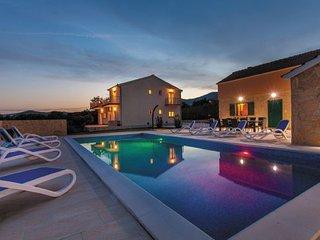 6 bedroom Villa in Trogir-Kastel Stari, Trogir, Croatia : ref 2277936, Kastel Novi