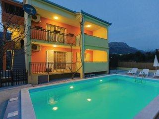 6 bedroom Villa in Trogir-Kastel Luksic, Trogir, Croatia : ref 2278872