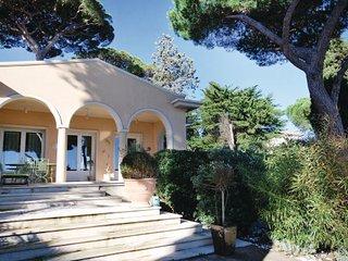 2 bedroom Villa in Sainte Maxime, Var, France : ref 2279450, Ste-Maxime