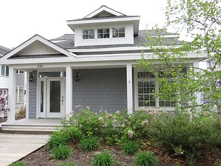 Updated 4/3, screened porch on Lake Kai, steps to Resort pool & beach, Michigan City