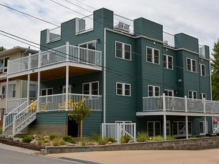 Sundancer has a Spectacular Rooftop Deck with Lake Views and Sleeps 20, Michigan City