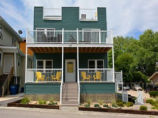 Sundancer has a Spectacular Rooftop Deck with Lake Views and Sleeps 20
