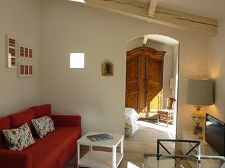 Charmante maison a la campagne, climatisee, jardin & parking prives a 10mn d'AIX