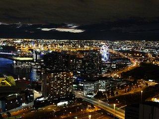 Cloud9 - Melb CBD Lux 3BR/2BA Apt Free Park + WiFi, Melbourne