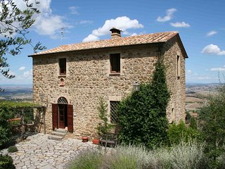 3 bedroom Villa in Montalcino, Val D orcia, Tuscany, Italy : ref 2293510