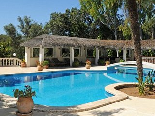 Exclusive 7 bedroom luxury villa, suitable for holidays or family events.