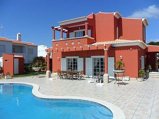 4 bedroom Villa in Porches, Algarve, Portugal : ref 2296064