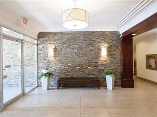 Gorgeous and spacious apartment near Square One