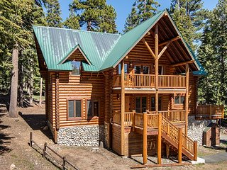 Stunning 4BR Log Home w/ Private Hot Tub & Mt. Tallac Views – Great Trails