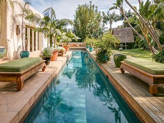 Balinese-Inspired Beauty With Tropical Backyard and Pool., Santa Bárbara