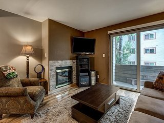 Cozy Condo Near the Slopes in Steamboat Springs – Steps to Free Shuttle