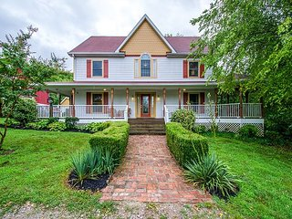 Classic Farmhouse on Country Acres Outside Nashville, Thompson s Station