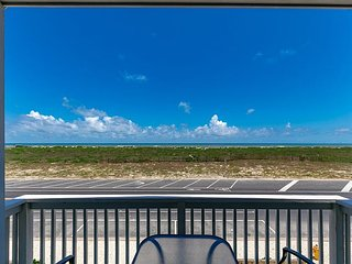 Brand New Townhome at Padre Beach View Resort – Stroll to the Pool and