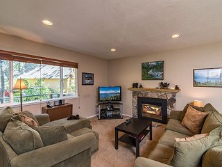 Bear's Lair in South Lake Tahoe – Well-Located 2BR, 2BA for 8 Guests!