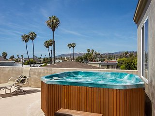 Beachside Ventura House with a Rooftop Deck & Hot Tub