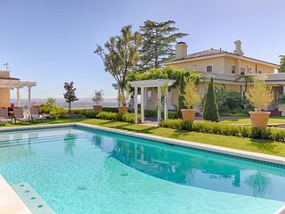 Historic Wine Country Hilltop Estate - Private Pool, Great for Big Groups, Santa Rosa